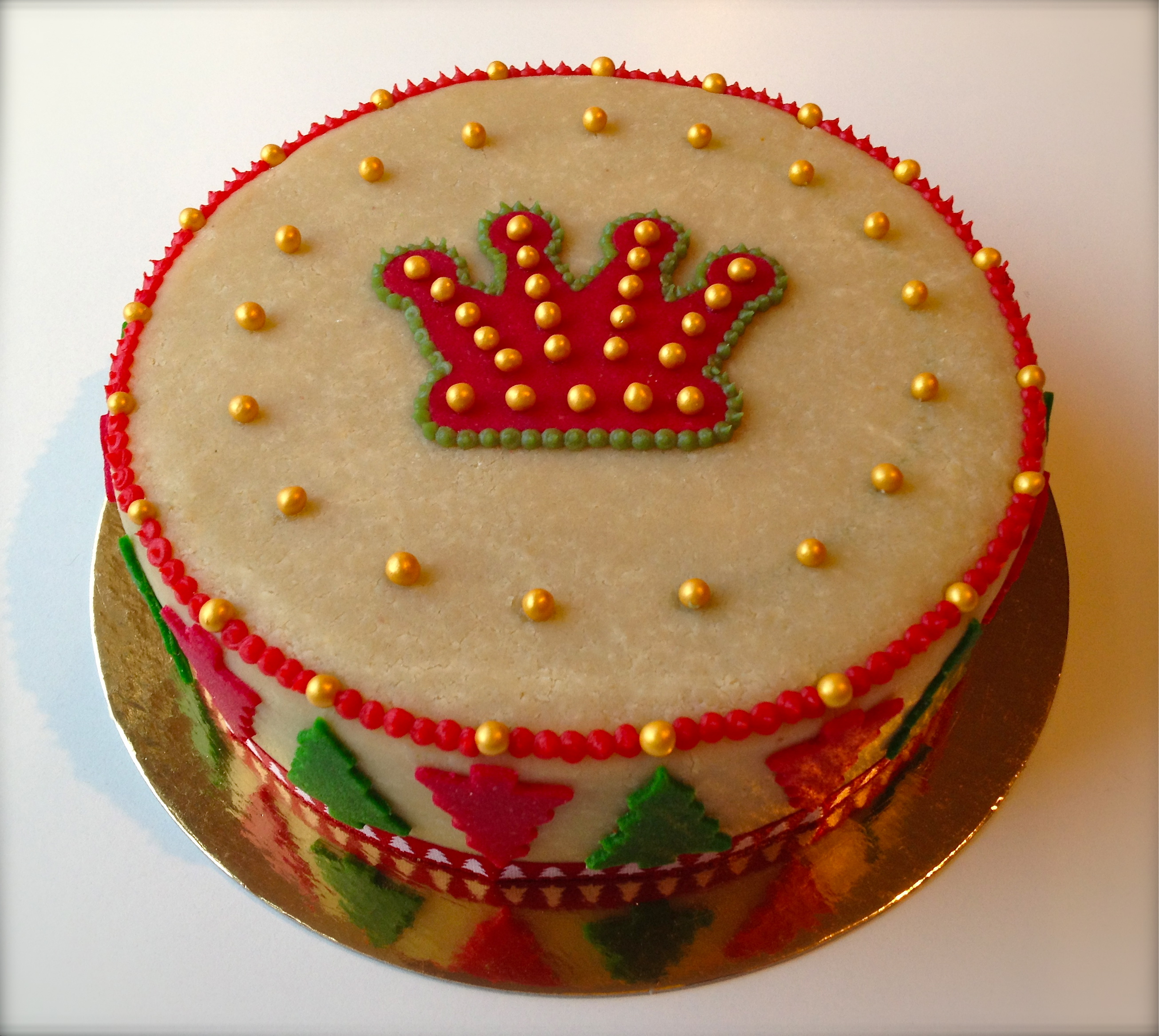 How to marzipan a christmas cake -