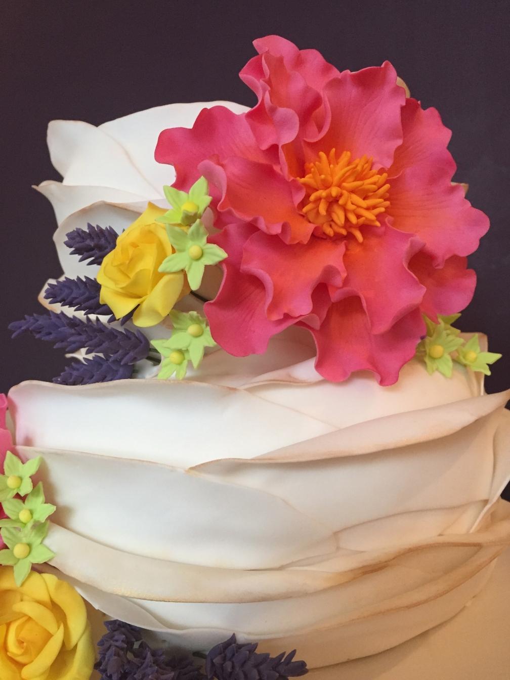 Bright flowers cake close up2